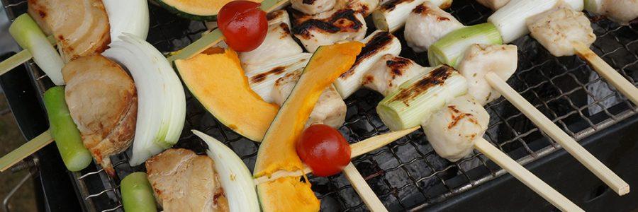 四種の串焼きと丸ごと焼き野菜